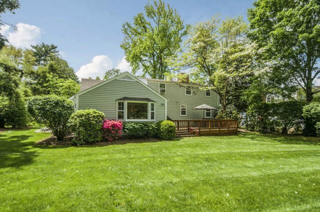 Additional photo for property listing at 6 TYLER DRIVE  Darien, Connecticut,06820 Stati Uniti