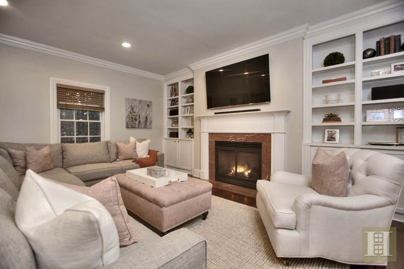 Additional photo for property listing at 2 MAPLE STREET  New Canaan, Connecticut,06840 Stati Uniti