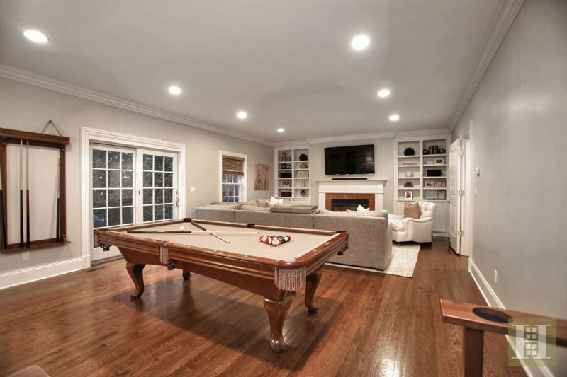 Additional photo for property listing at 2 MAPLE STREET  New Canaan, Connecticut,06840 Estados Unidos