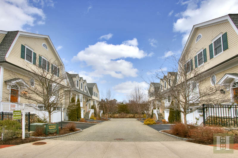 Condominio per Vendita alle ore 2 MAPLE STREET New Canaan, Connecticut,06840 Stati Uniti