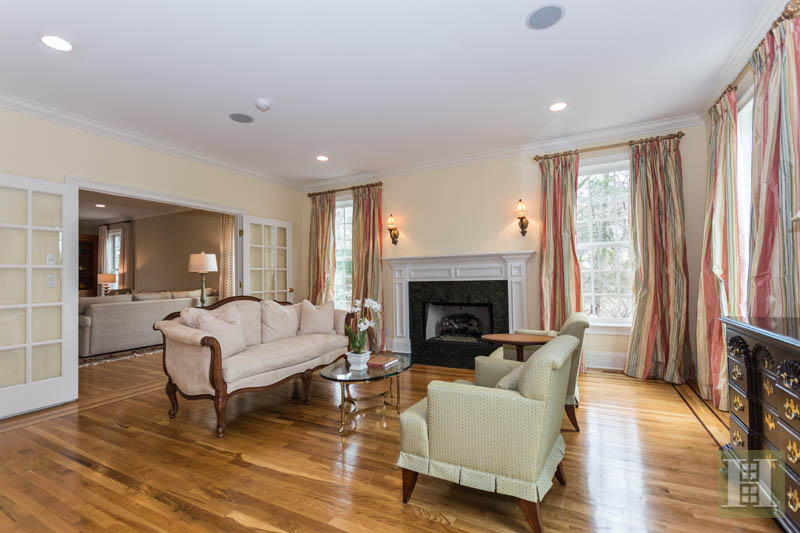 Additional photo for property listing at 450 MANSFIELD AVENUE  Darien, Connecticut,06820 Estados Unidos