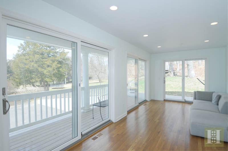 Additional photo for property listing at 1037 VALLEY ROAD  New Canaan, Connecticut,06840 Vereinigte Staaten