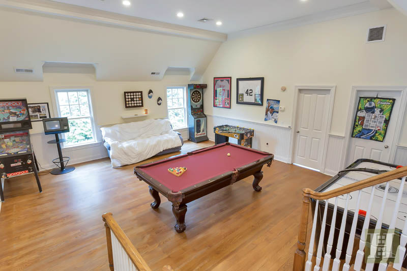 Additional photo for property listing at 87 BUCKINGHAM RIDGE ROAD  Wilton, Коннектикут,06897 Соединенные Штаты