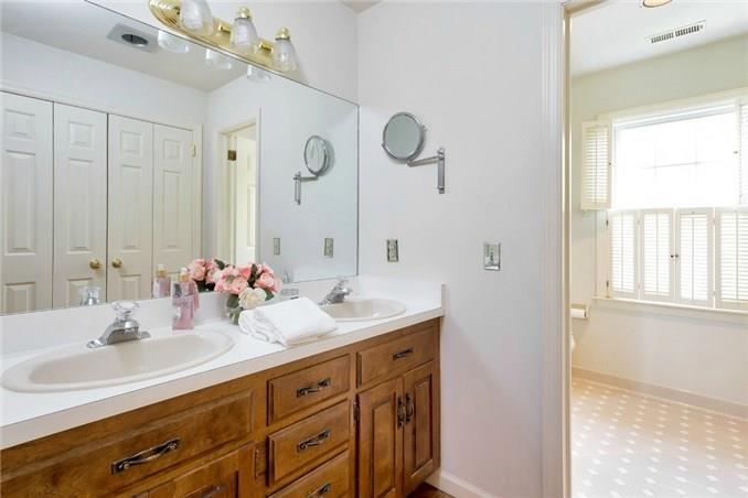 Additional photo for property listing at 143 EAST AVENUE  New Canaan, Connecticut,06840 Estados Unidos