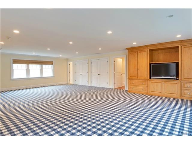 Additional photo for property listing at 22 DRIFTWAY LANE  Darien, Connecticut,06820 Hoa Kỳ