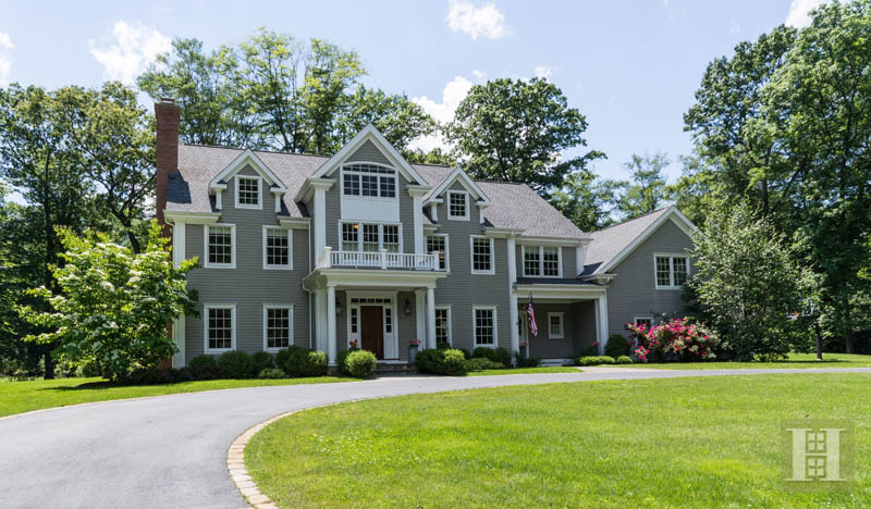 Maison unifamiliale pour l Vente à 1 SHADY ACRES ROAD Darien, Connecticut,06820 États-Unis