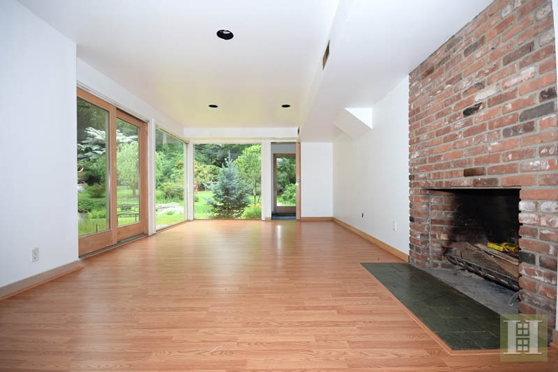 Additional photo for property listing at 209 FROGTOWN ROAD  New Canaan, Коннектикут,06840 Соединенные Штаты