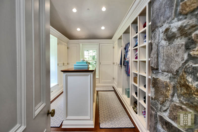 Additional photo for property listing at 40 BLUEBERRY LANE  Darien, Connecticut,06820 États-Unis