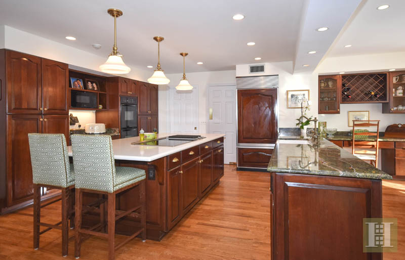 Additional photo for property listing at 32 FITCH LANE  New Canaan, Connecticut,06840 États-Unis