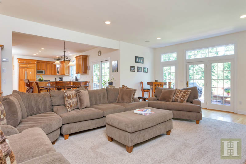 Additional photo for property listing at 18 PINE RIDGE ROAD  Wilton, Connecticut,06897 Hoa Kỳ