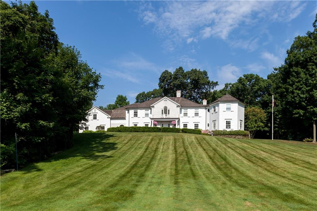 Частный односемейный дом для того Продажа на 10 GLEN GORHAM LANE Darien, Коннектикут,06820 Соединенные Штаты