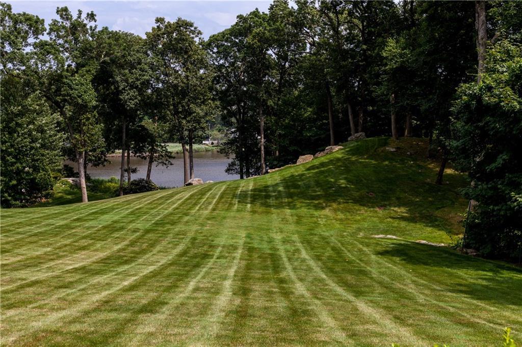 Additional photo for property listing at 10 GLEN GORHAM LANE  Darien, Connecticut,06820 États-Unis