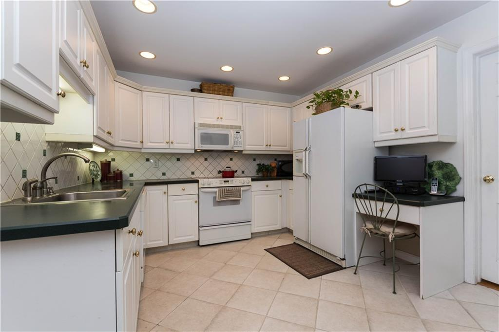 Additional photo for property listing at 283 BUTTERY ROAD  New Canaan, Connecticut,06840 Estados Unidos