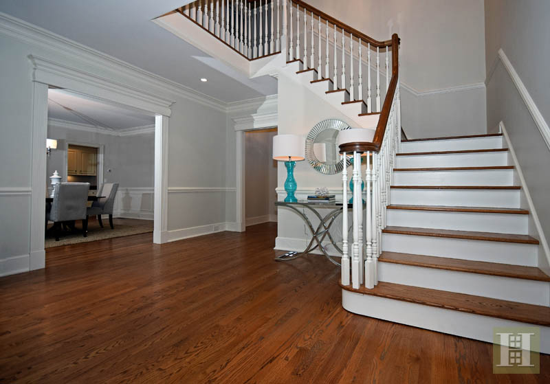 Additional photo for property listing at 879 VALLEY ROAD  New Canaan, Connecticut,06840 États-Unis