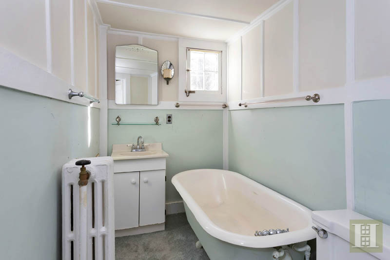Additional photo for property listing at 38 GOODWIVES RIVER ROAD  Darien, Connecticut,06820 Hoa Kỳ