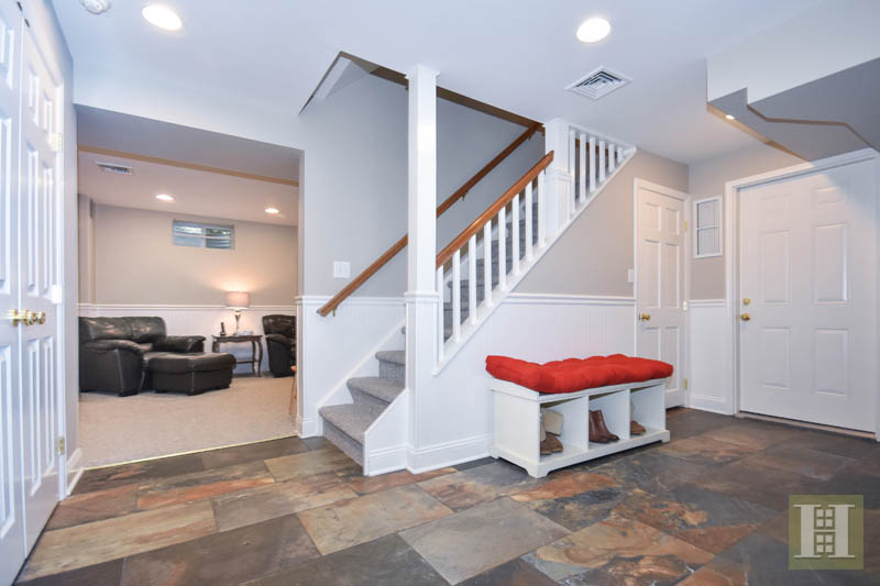 Additional photo for property listing at 10 BARRINGER ROAD  Darien, Connecticut,06820 Stati Uniti