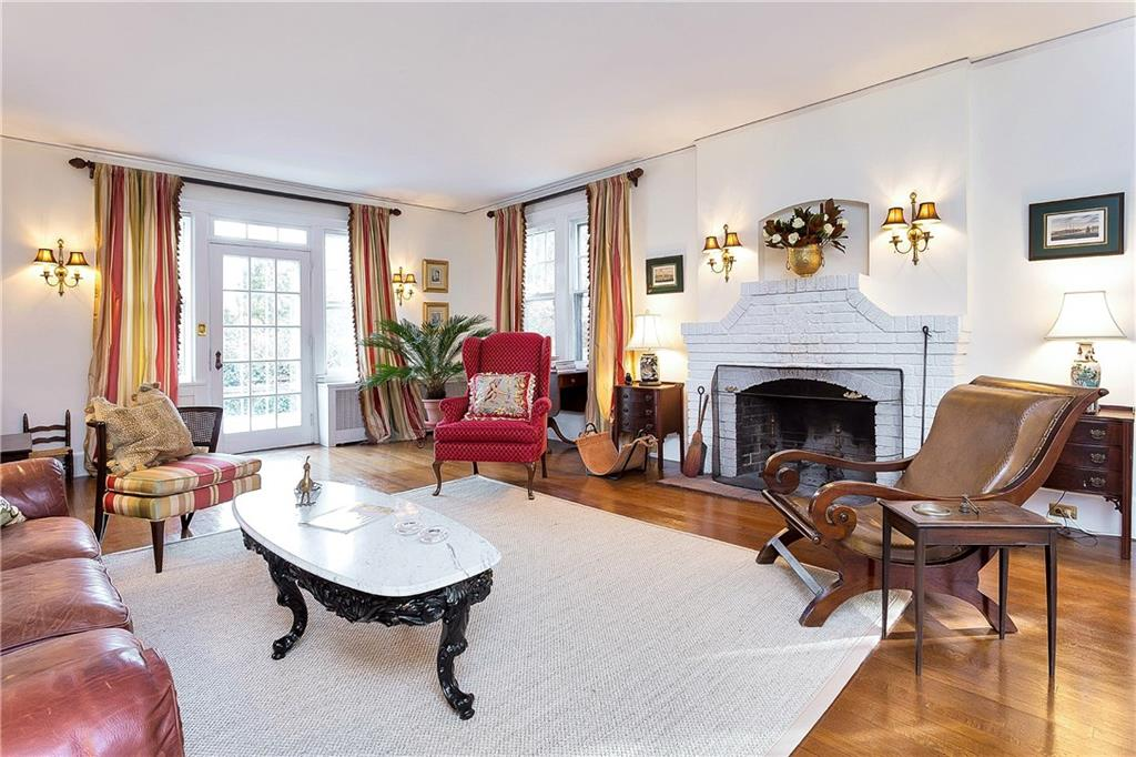 Additional photo for property listing at 74 GARDINER STREET  Darien, Connecticut,06820 Verenigde Staten