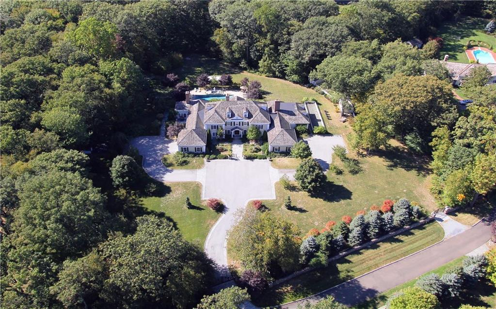 Villa per Vendita alle ore 260 LUKES WOOD ROAD New Canaan, Connecticut,06840 Stati Uniti