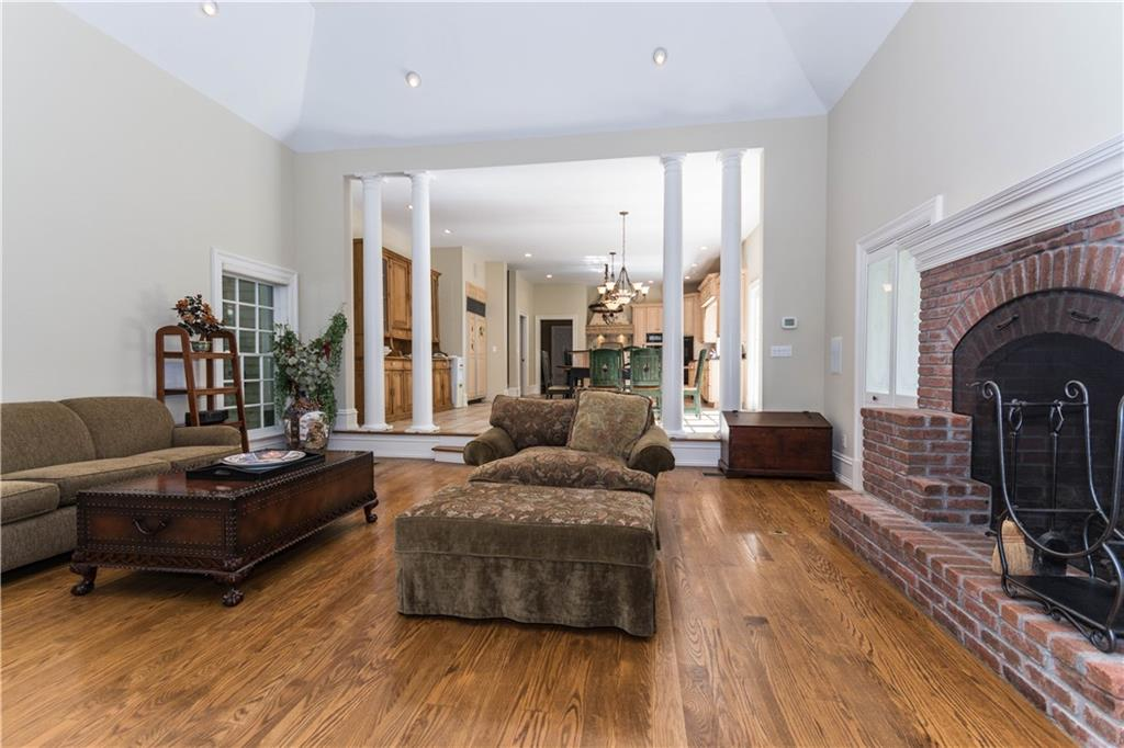 Additional photo for property listing at 260 LUKES WOOD ROAD  New Canaan, コネチカット,06840 アメリカ合衆国