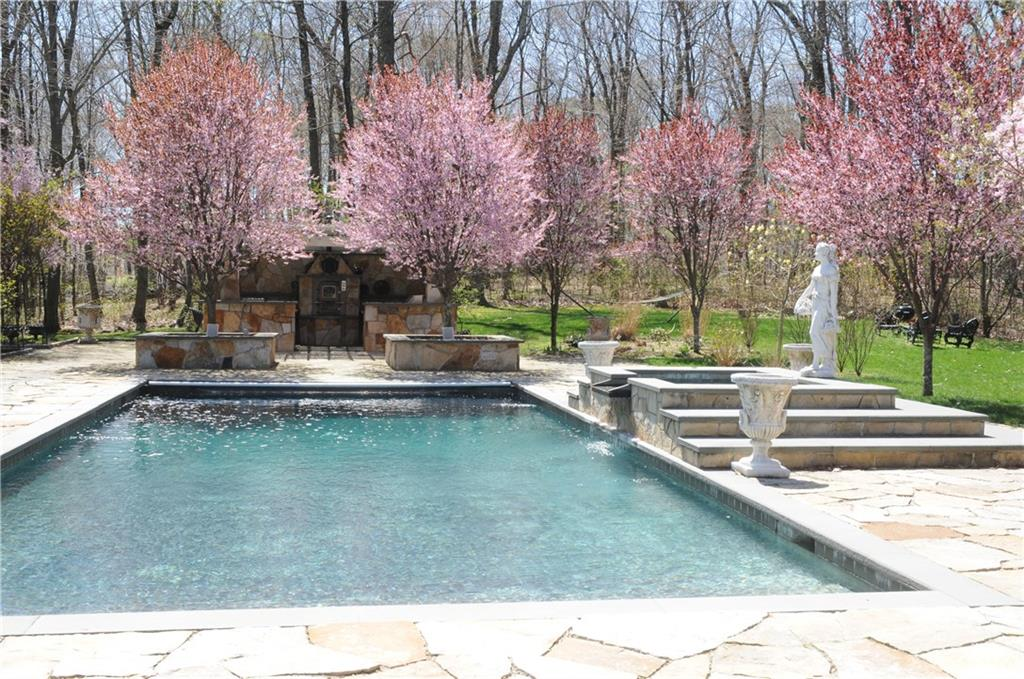 Additional photo for property listing at 260 LUKES WOOD ROAD  New Canaan, Connecticut,06840 Stati Uniti