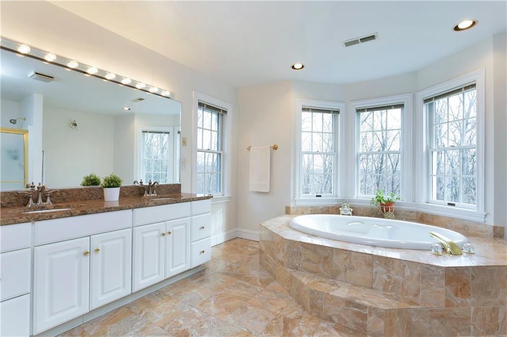 Additional photo for property listing at 86 GRAENEST RIDGE ROAD  Wilton, Connecticut,06897 Estados Unidos