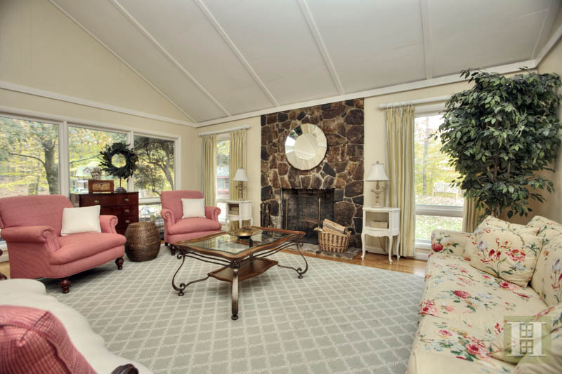 Additional photo for property listing at 140 LLEWELLYN DRIVE  New Canaan, 코네티컷,06840 미국