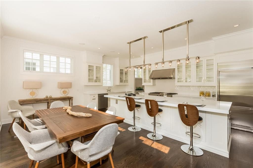 Maison unifamiliale pour l Vente à 73 KENSETT LANE Darien, Connecticut,06820 États-Unis