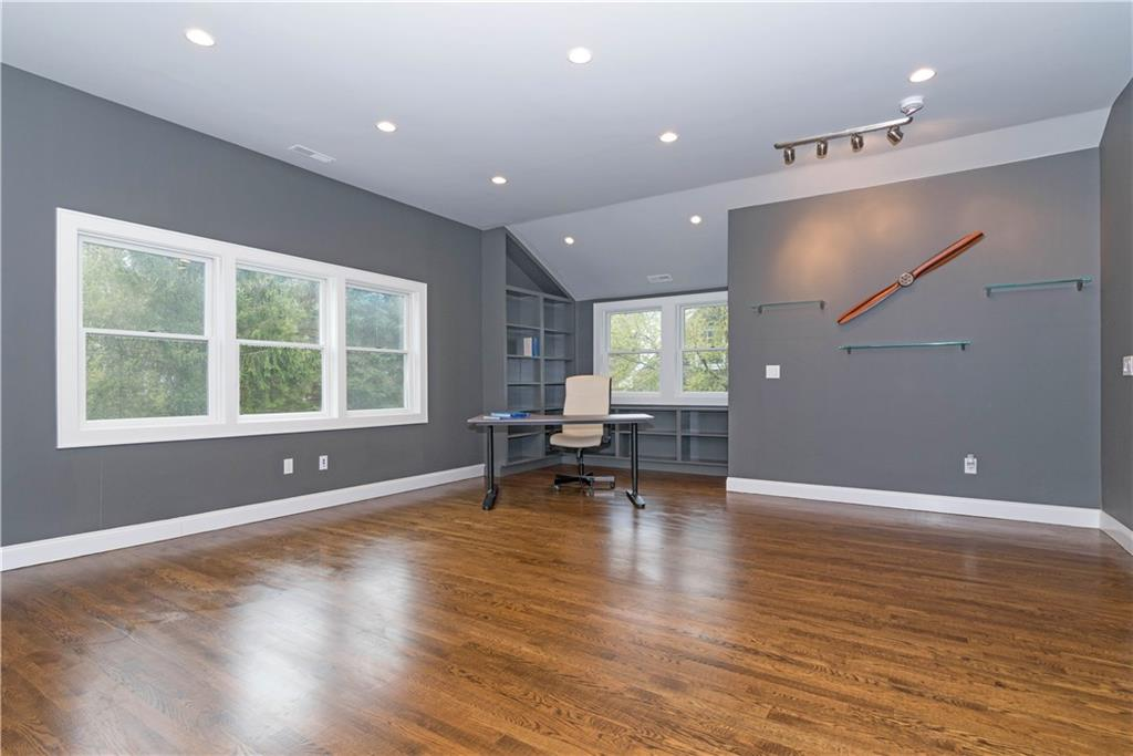 Additional photo for property listing at 327 JELLIFF MILL ROAD  New Canaan, Connecticut,06840 États-Unis